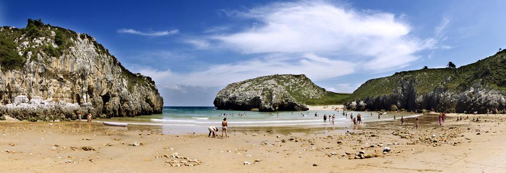 Playa de Cuevas de Mar en Llanes Asturias